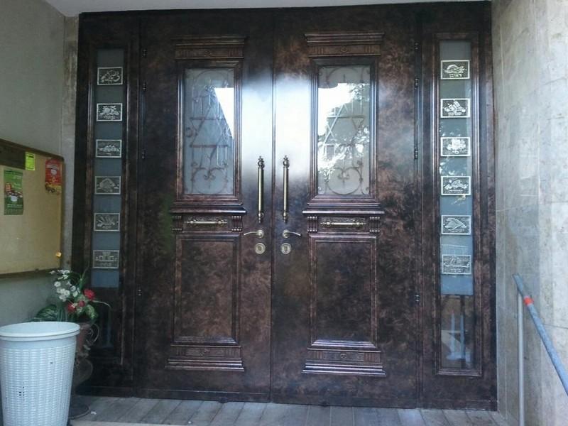 שילוב מושלם בין סגנון הדלת לעיצוב של הבית
