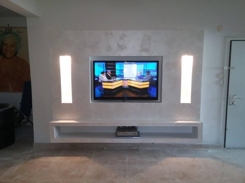 """עיצוב הסלון ע""""י קיר מגבס מעוצב"""