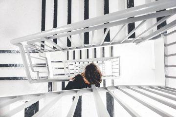 שיפור מראה חדר מדרגות