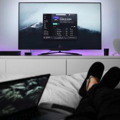 טלוויזיה בחדר שינה – האם כדאי או לא?