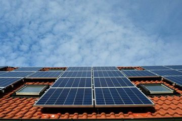 יש לכם גג פנוי? אולי כדאי להתקין עליו לוחות סולאריים